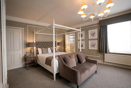 hotel-accommodation-oxfordshire-four-poster-room